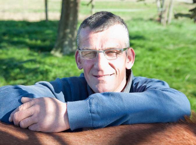 http://cdn-public.ladmedia.fr/var/public/storage/images/dossiers/l-amour-est-dans-le-pre-saison-6/les-news/photos-l-amour-est-dans-le-pre-decouvrez-les-portraits-des-agriculteurs-de-la-saison-6-a-la-recherche-du-grand-amour-!-54985/jean-claude-l-agriculteur-celibataire-de-seine-maritime-de-l-amour-est-dans-le-pre-54993/443893-1-fre-FR/Jean-Claude-l-agriculteur-celibataire-de-Seine-Maritime-de-l-Amour-est-dans-le-pre_reference.jpg