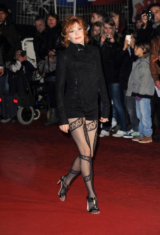 NRJ Awards 2012 dans Mylène dans la PRESSE Mylene-Farmer-sur-le-tapis-rouge-des-NRJ-Music-Awards_portrait_w674
