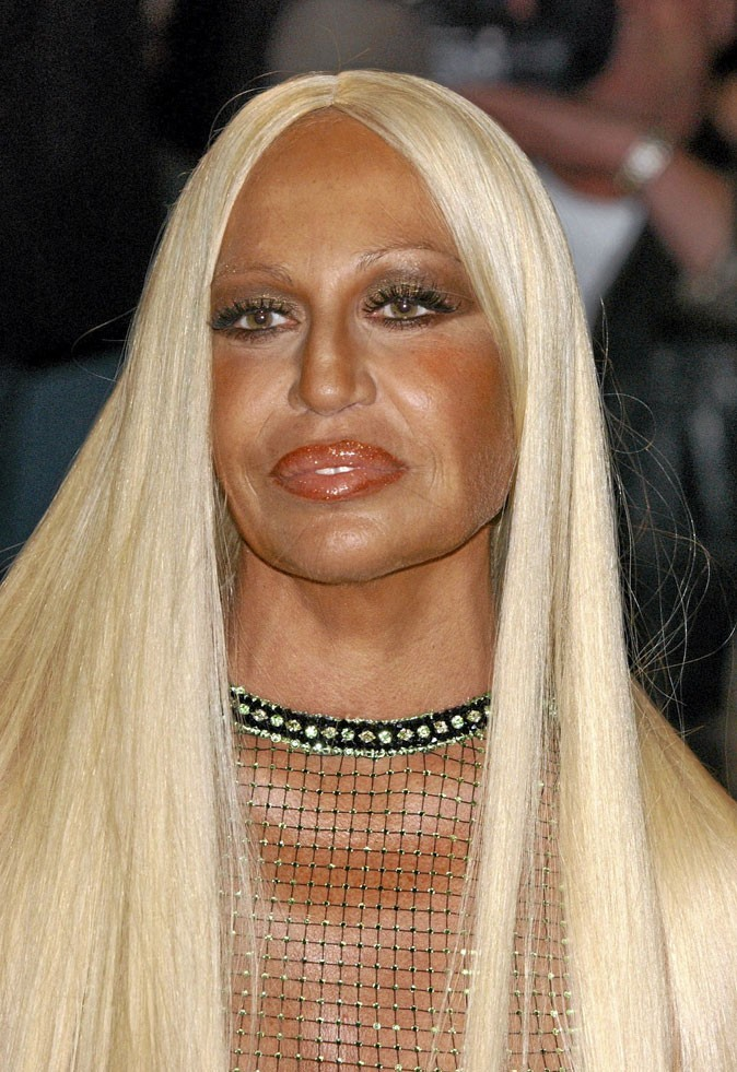 Autobronzant-le-bronzage-rate-de-Donatella-Versace_portrait_w674