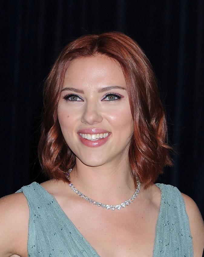 Coloration-de-star-les-cheveux-roux-de-Scarlett-Johansson-en-2011_portrait_w674
