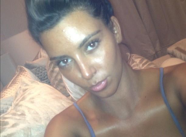 Kim-Kardashian-abuse-de-l-autobronzant-%21_portrait_w674