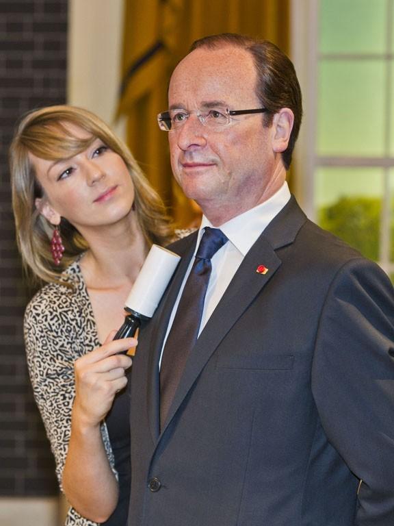 Un vrai mannequin de cire La-statue-de-cire-de-Francois-Hollande-inauguree-a-Londres-le-23-aout-2012_portrait_w674
