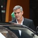 George Clooney shooting a Mercedes-Benz commercial (pics) 2011 George-Clooney-tourne-une-pub-pour-une-voiture_portrait_to_carre_130x130