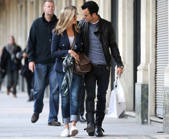 http://cdn-public.ladmedia.fr/var/public/storage/images/news/photos/photos-jennifer-aniston-roucoule-avec-justin-theroux-dans-les-rues-de-paris-259953/jennifer-aniston-et-justin-theroux-a-paris-259967/2726329-1-fre-FR/Jennifer-Aniston-et-Justin-Theroux-a-Paris_portrait_w674.jpg