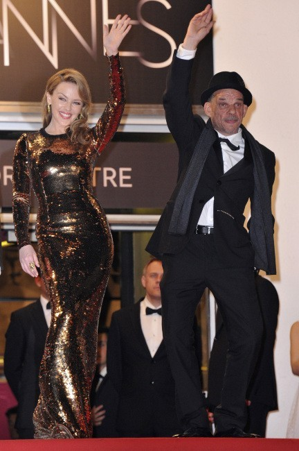 """KYLIE MINOGUE - """"K25"""" - Page 29 Kylie-Minogue-et-Denis-Lavant-lors-du-65e-Festival-de-Cannes-le-23-mai-2012_portrait_w674"""