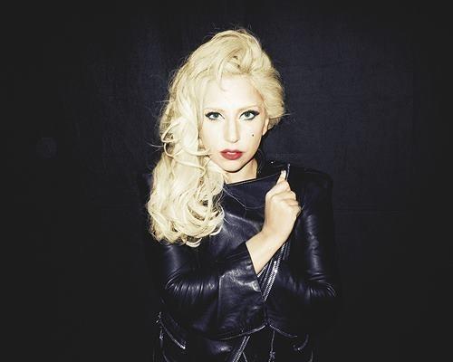 http://cdn-public.ladmedia.fr/var/public/storage/images/news/photos/photos-lady-gaga-elle-se-denude-pour-le-super-bowl-189295/lady-gaga-shootee-par-terry-richardson-189299/1646003-1-fre-FR/Lady-Gaga-shootee-par-Terry-Richardson_portrait_w674.jpg