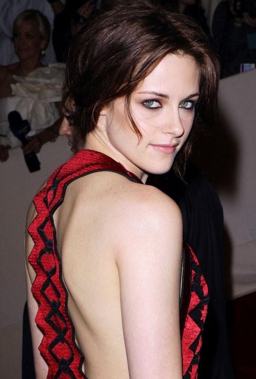 Vous craquez plutôt pour le regard de Kristen ...?