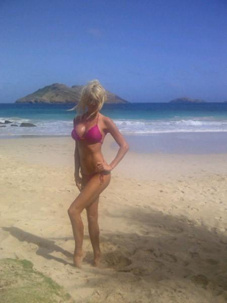 Photos : Victoria Silvstedt : elle adore les tous petits bikinis !